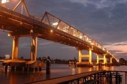 Jembatan Kapuas malam hari